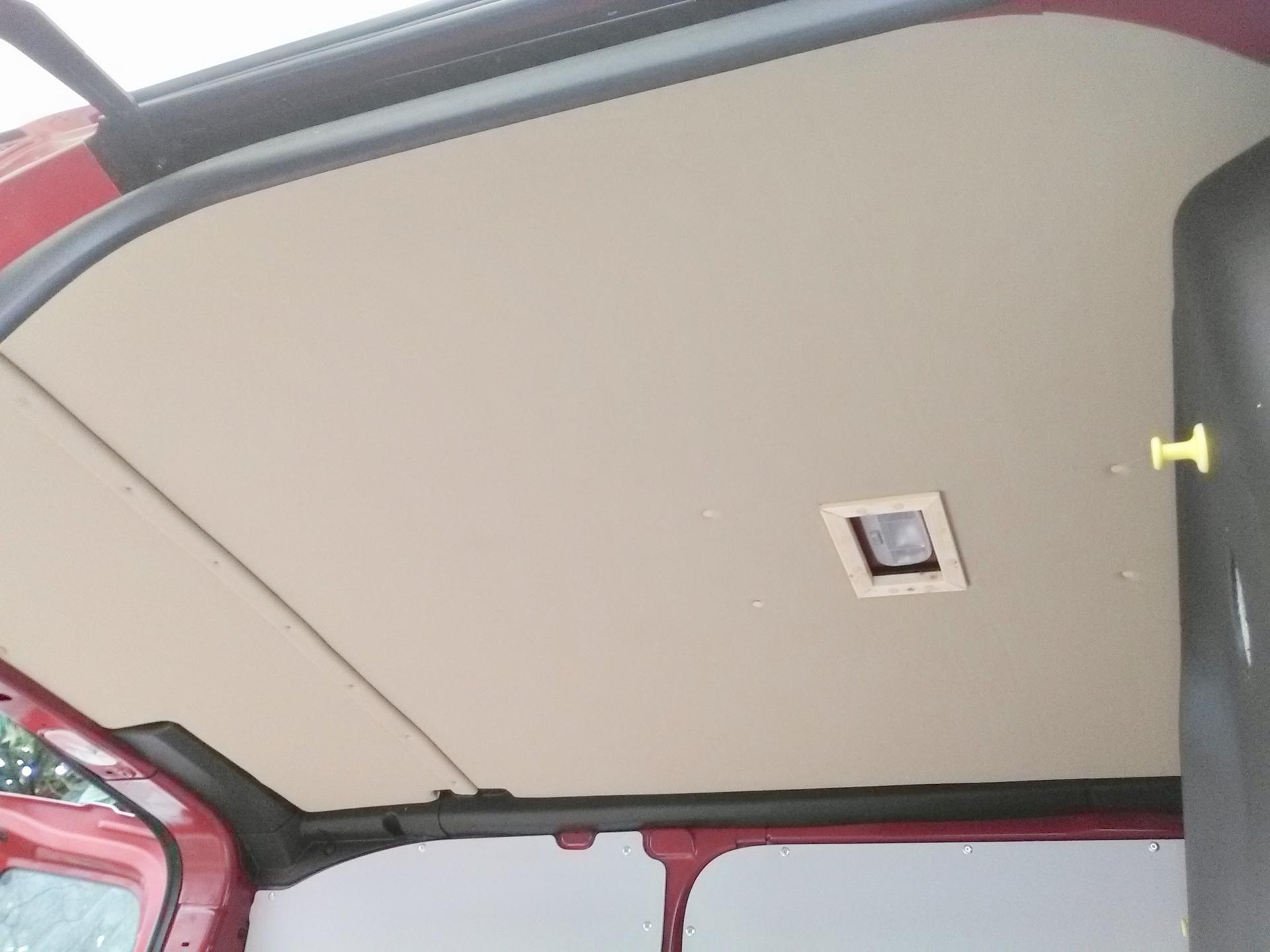pose du toit en bois et recouvert d'un revêtement