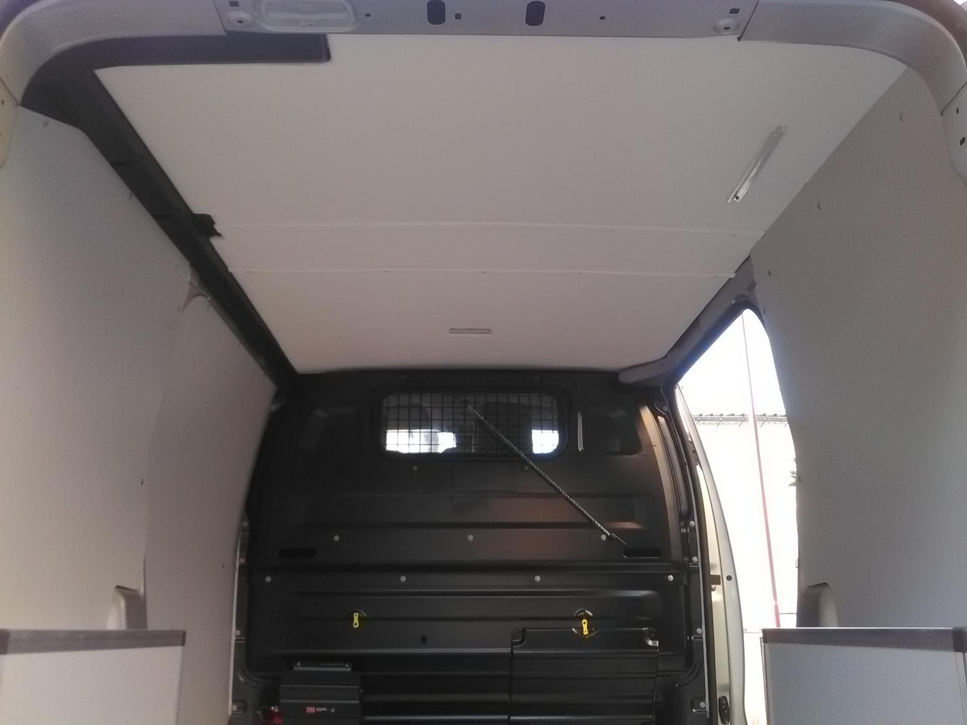 toit avec revêtement en simili cuir blanc sur le nouveau  jumpy combi